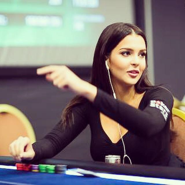 Miss Finlande joue si bien au poker …